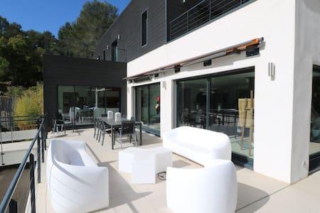 Superbe villa moderne au calme - Saint-Marc-Jaumegarde - วิลล่า