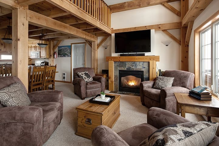 Alpine Timbers Chalet 4 bdrm sleeps 12  ski in/out