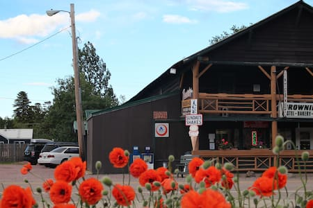 Rustic Brownies Hostel E Glacier MT Private Room 6 - East Glacier Park Village - Hostel