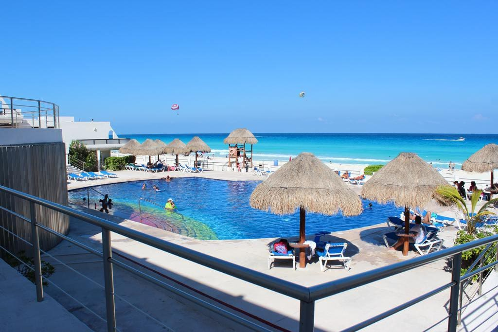 Villas Marlin Main Pool, Best Area of Cancun, Located Close to Supermarket both malls and in the best part of the hotel zone