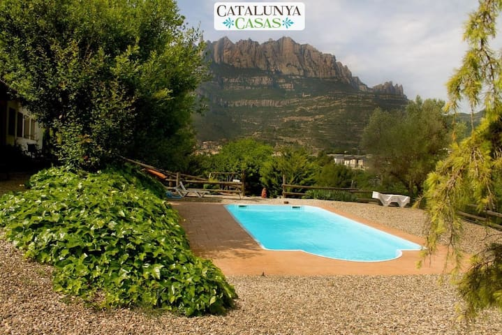 Majestic mansion in Monistrol de Montserrat with 8 spacious bedrooms for 16 guests - Barcelona Region - Hus