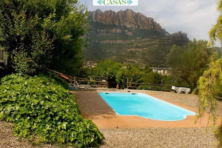 Majestic mansion in Monistrol de Montserrat with 8 spacious bedrooms for 16 guests - Barcelona Region