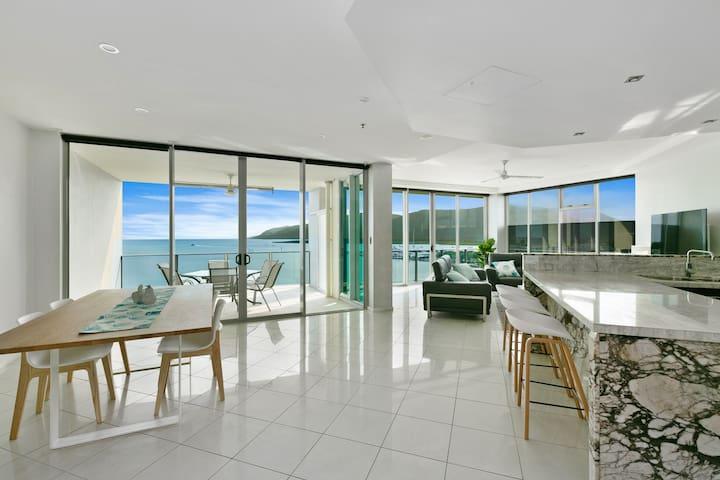 ❤️Amazing Ocean Views ❤️  Luxury  Sub-Penthouse!!