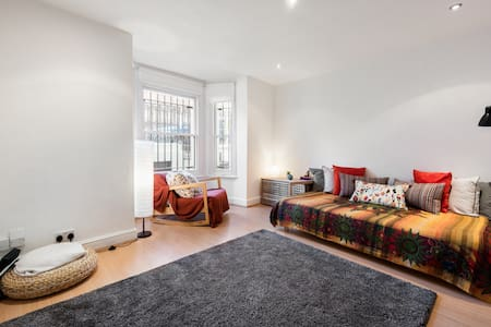 Cosy room with garden, 3mins walk from Portobello - London - Apartment