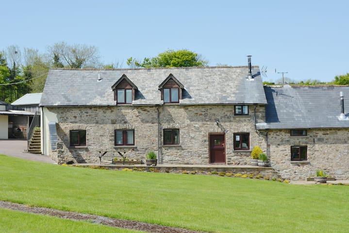 Pet-friendly spacious barn conversion in Exmoor National Park - Dulverton, - Casa