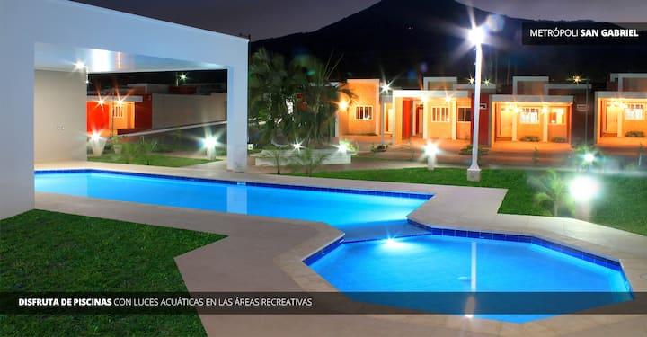 Una casa con vistas y piscina en San Salvador
