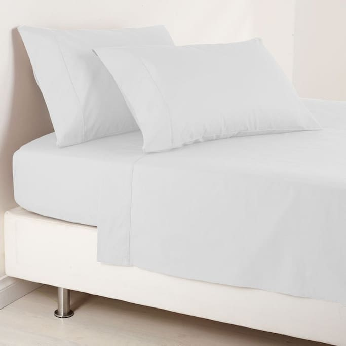 Bedsheets provided are Elite 1000 Thread Count Fitted sheets for your comfort (床单提供Elite 1000 Thread Count床单,让您倍感舒适)
