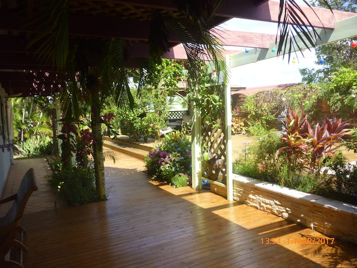 spacious creole house, swimming pool, near beach