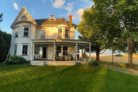 Sunset Farm: Historic Victorian Home on 300 acres