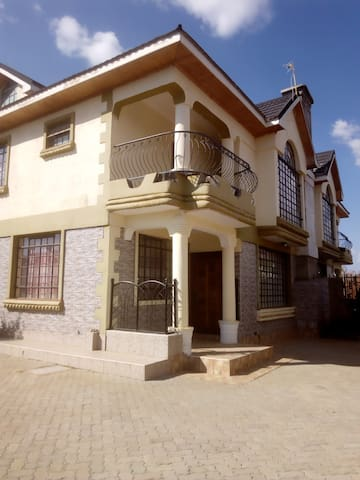 ANNE MAINA VILLA