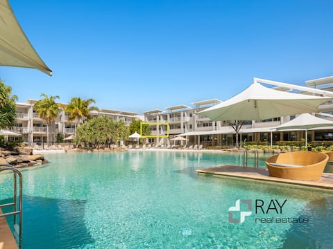 Luxurious 1 bedroom apartment w/ Sandy Pool View