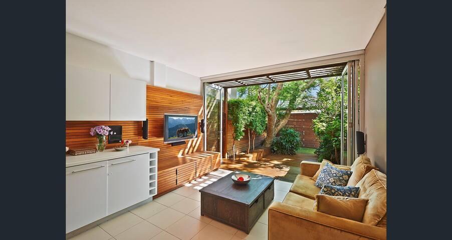 Balcony room in beautiful Paddington terrace - Paddington - House