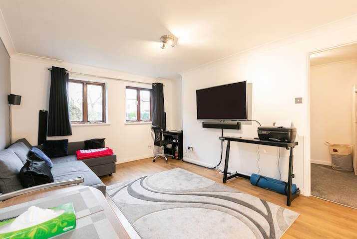 One bedroom flat in the heart of St. Johns, Woking
