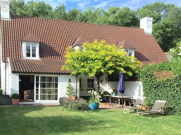 CHARMING KNOKKE VILLA in beautiful area near beach