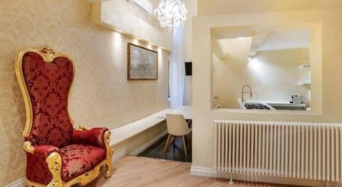 Pantheon Hedonism 3 Bedroom Apartment near Navona
