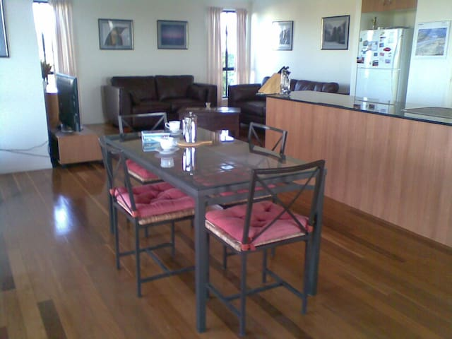 dining and lounge upstairs
