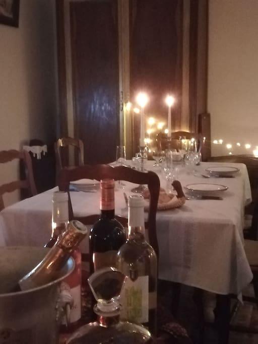 Salon idéal pour faire la fête, en famille, entre amis, Noël, nouvel an, anniversaire, mariage.