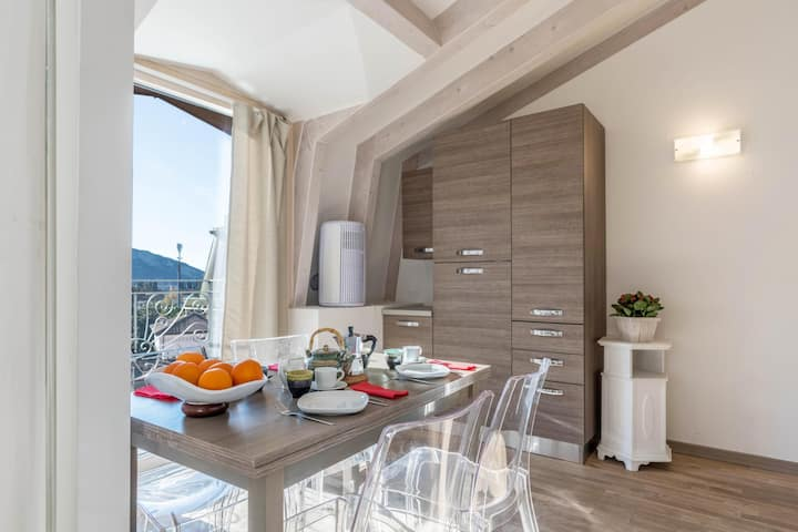 """Stylish Maisonette Holiday Apartment """"Villa Principessa Duplex"""" in a Historic City Palace with Balcony, Wi-Fi, Air Conditioning & TV; Parking Available, Pets Allowed"""