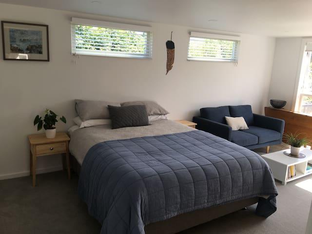 Sunny Modern Studio Grey Lynn/Ponsonby
