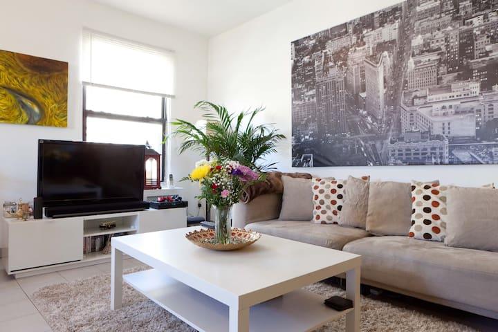 Cozy room in the heart of Astoria