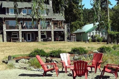 The Magic Lake BeachHouse B&B - Pender Island