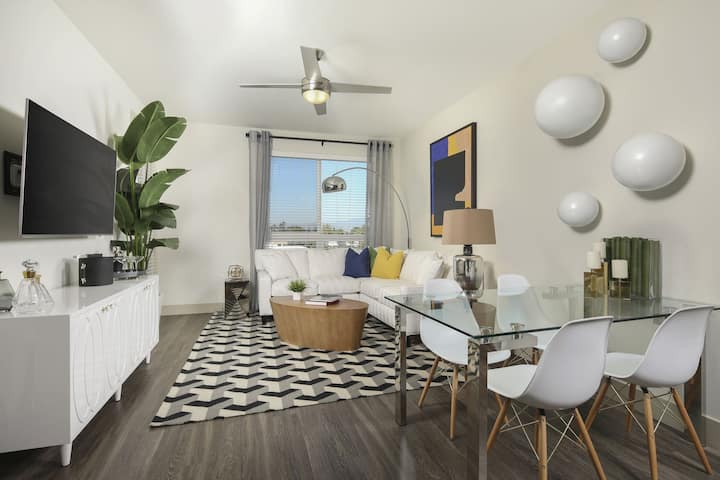 Upscale Studio w/ hotel-like amenities in Irvine