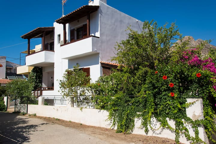 MAISONETTE NEAR THE SEA OF STAVROS - Stavros - House
