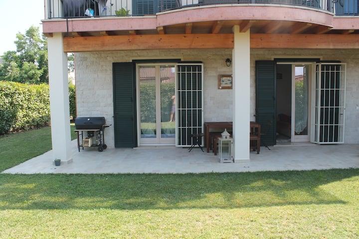 Appartamento con giardino privato e piscina