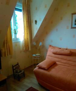 Chambre agréable - vue sur jardin - Le Thuit-Signol - 一軒家