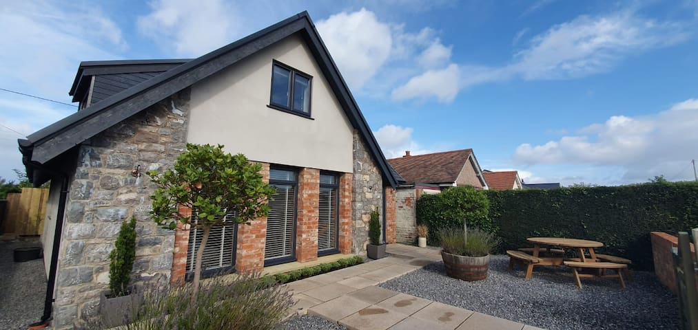 Y Bwthyn, 3 bedroom contemporary cottage.