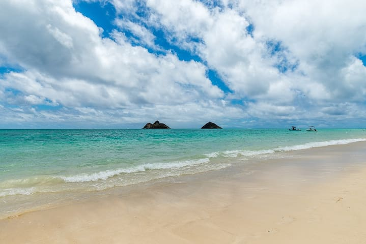 Walk to beach, Private cottage, Island life, Quaint comfort, Lanikai Ohana Hale