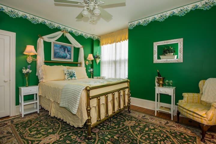 Hubbell Room - 1840 Inn On the Main