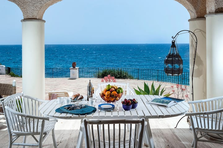 LuxeVilla with Direct Access to the Sea