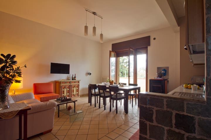 5 min da Salerno: Appartamento, giardino & garage - Pontecagnano Faiano - Daire