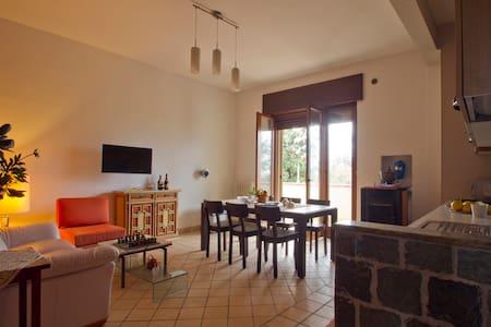 5 min da Salerno: Appartamento, giardino & garage - Pontecagnano Faiano - Pis