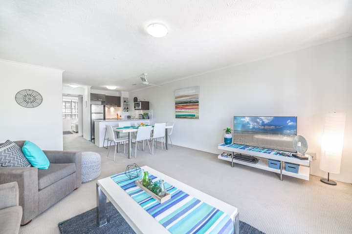 Affordable Apartment in the Heart of Surfers!