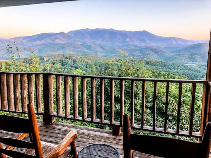 Monster Views/Private/Near DwTn Gatlinburg/Hot Tub