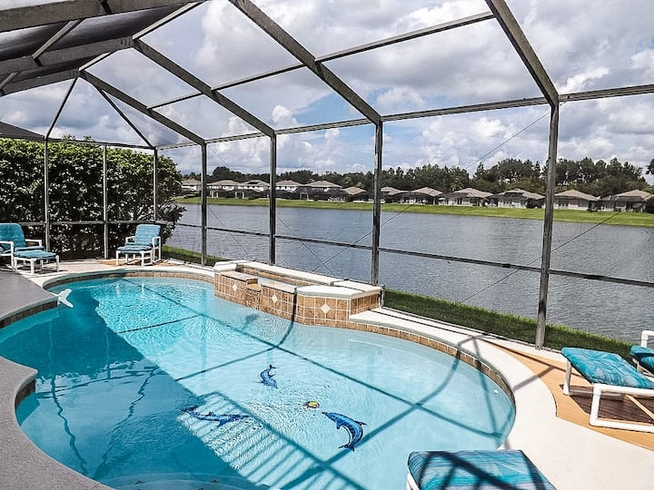 Villa HunnyPot - 4 bed Lakeside, 10 mins to Disney