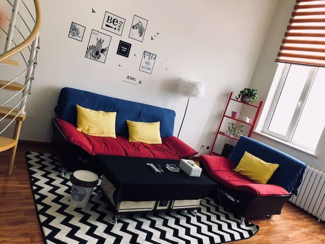温馨舒适loft主题房