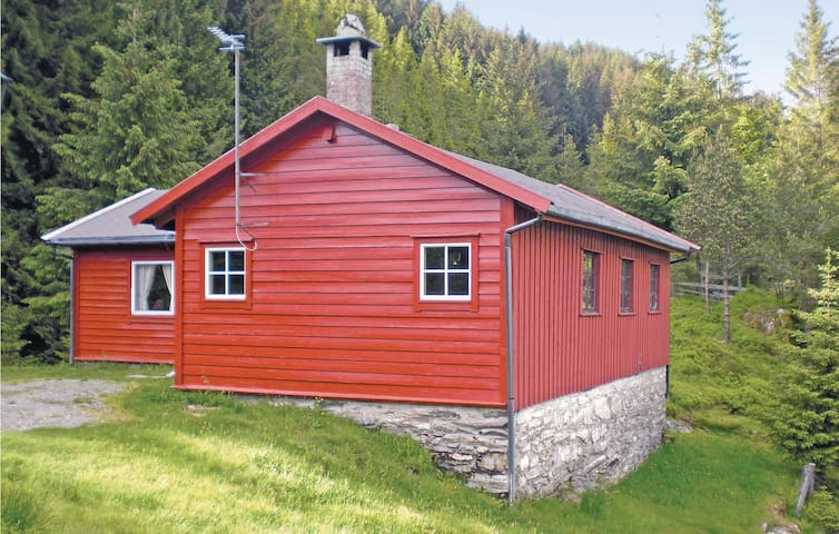 Holiday cottage with 2 bedrooms on 90 m² in Kalandseid