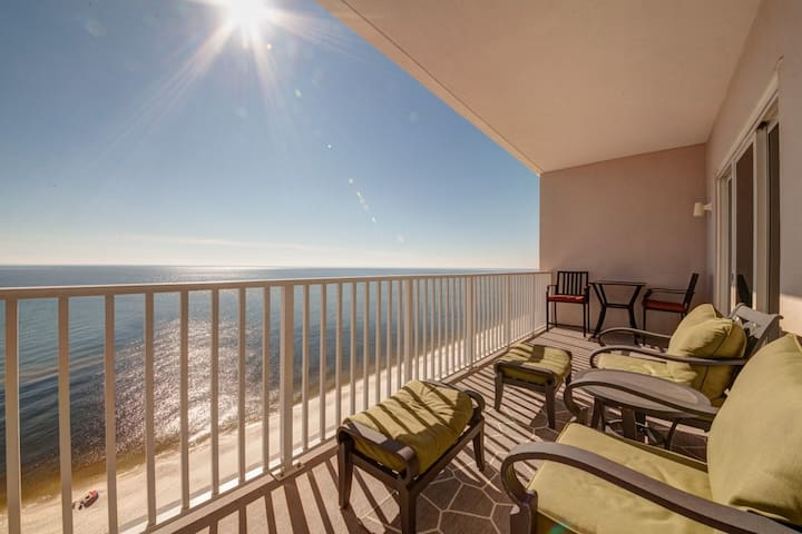 Spacious Coastal Condo! Gulf-Front Views! Exercise Room, Gulf-Front Pool