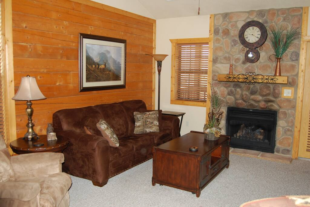 Our cozy den and fireplace make a cold Branson day or evening totally enjoyable!