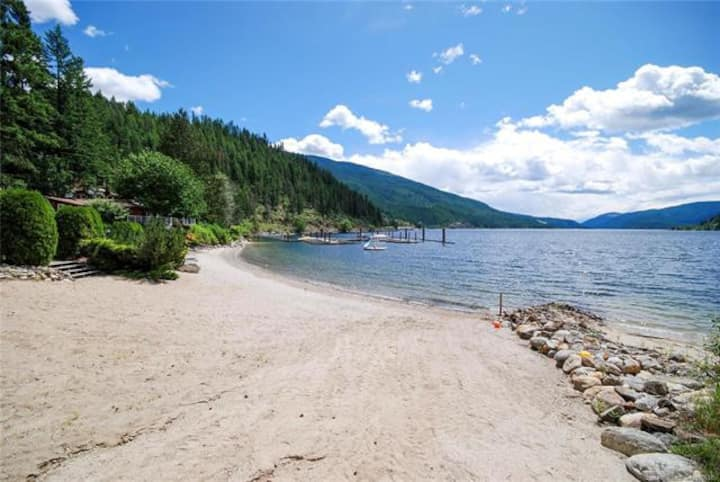 Waterfront cabin on popular Mara Lake in Shuswap.