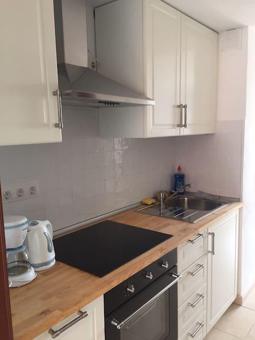 Nieuwe keuken met oven, alles aanwezig