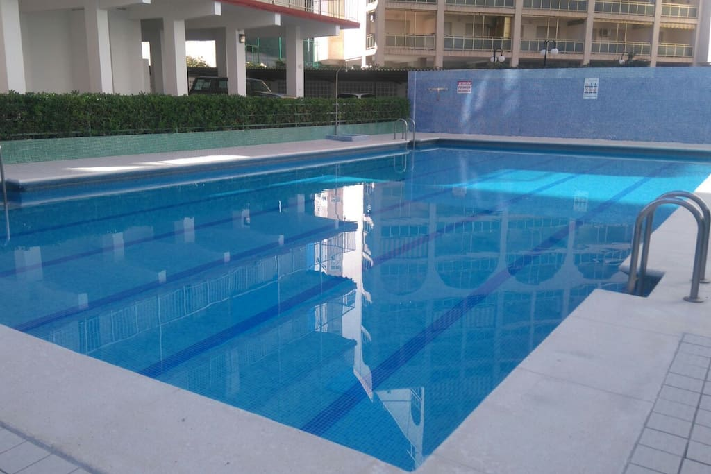 Apartamento completo con piscina apartamentos en for Apartamentos en madrid con piscina