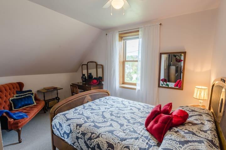 Bell Aura ~ Hemingway Room
