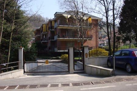 mansardina in zona collinare - Torino - Apartamento