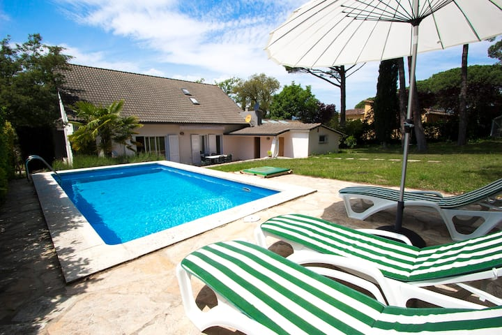 Catalunya Casas: Lovely Villa Llagostera, only 18 km to Costa Brava beaches!