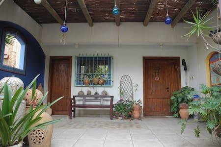 Comfortable Room in Arty Family Home - Caesarea - Haus
