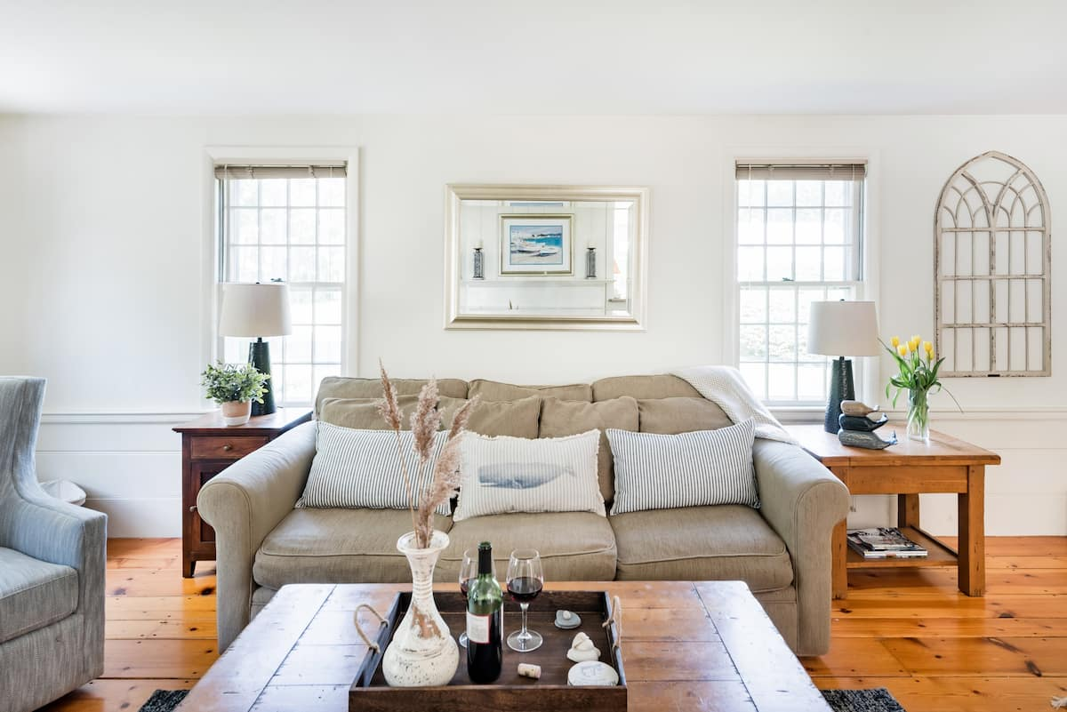 Peaceful House With Private Beach in Nantucket Sound